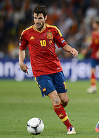 FUSSBALL  EUROPAMEISTERSCHAFT 2012   HALBFINALE Portugal - Spanien                  27.06.2012 Cesc Fabregas (Spanien) Einzelaktion am Ball
