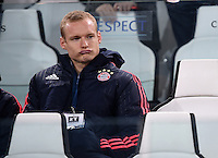 FUSSBALL CHAMPIONS LEAGUE  SAISON 2015/2016 ACHTELFINAL HINSPIEL Juventus Turin - FC Bayern Muenchen             23.02.2016 Sebastian Rode (FC Bayern Muenchen) ist nicht im Kader und nimmt auf der Tribuene Platz