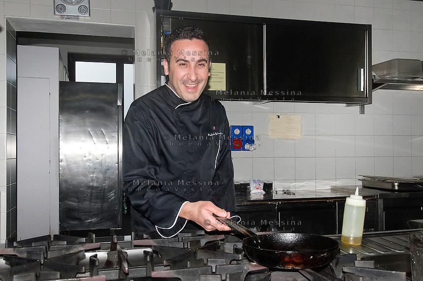Natale Giunta, cuoco celebre di Palermo nella sua cucina