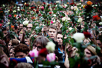 Oslo, Norway, 25.07.2011. People gathered in thousands to commemorate the dead in front of the Oslo city hall in a rose parade. On 22 July 2011, Anders Behring Breivik bombed the government buildings in Oslo, which resulted in eight deaths. He then carried out a mass shooting at a camp of the Workers' Youth League (AUF) of the Labour Party on the island of Ut&oslash;ya where he killed 69 people, mostly teenagers. Photo: Christopher Olss&oslash;n. ..----------------------------..-ITALY OUT-..----------------------------
