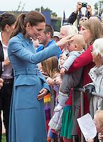 Kate, Duchess of Cambridge & Prince William visit 1st World War Memorial in Blenheim - New Zealand