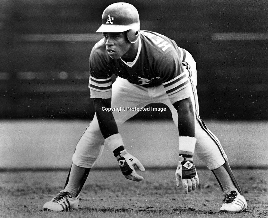 A's Rickey Henderson ready to steal..(photo/Ron Riesterer)