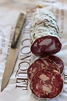 Europe/France/Midi-Pyrénées/12/Aveyron/Aubrac/Laguiole: Saucisson sec maison pur porc de la Maison Conquet -  Lucien Conquet Boucher Charcutier