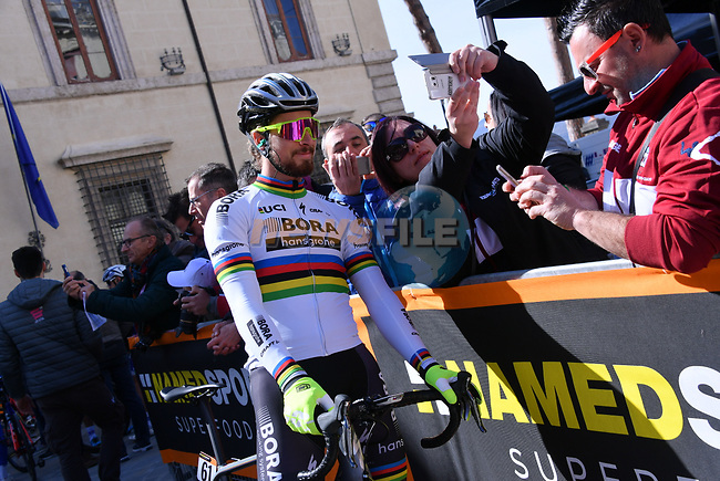 World Champion Peter Sagan (SVK) Bora-Hansgrohe poses for selfies with fans at sign on before the start of Stage 5 of the 2017 Tirreno Adriatico running 210km from Rieti to Fermo, Italy. 12th March 2017.<br /> Picture: La Presse/Gian Mattia D'Alberto | Cyclefile<br /> <br /> <br /> All photos usage must carry mandatory copyright credit (&copy; Cyclefile | La Presse)