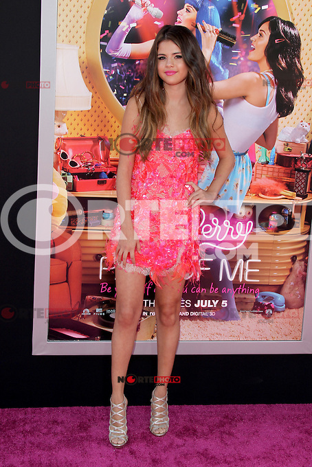 Selena Gomez at the premiere of Paramount Insurge's 'Katy Perry: Part Of Me' at Grauman's Chinese Theatre on June 26, 2012 in Hollywood, California. &copy;&nbsp;mpi29/MediaPunch Inc. /**NORTEPHOTO:COM**<br /> **SOLO*VENTA*EN*MEXICO** **CREDITO*OBLIGATORIO**