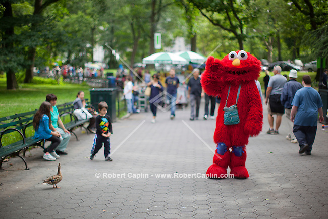 Bad Elmo &quot;Luis&quot; in Central Park. . Photo by Robert Caplin