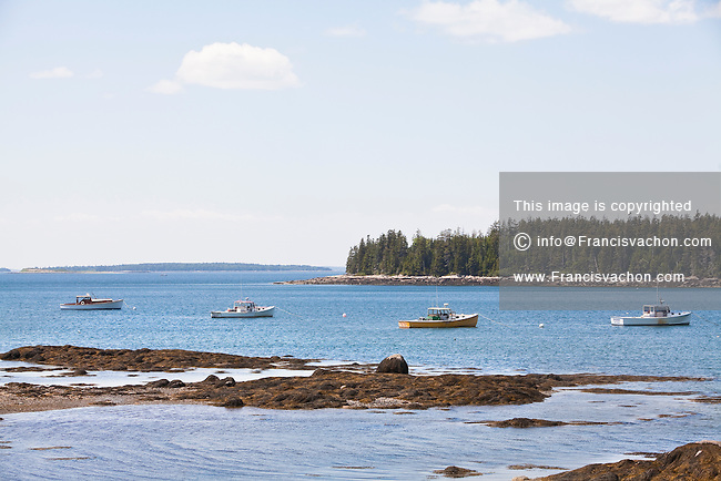 Lobster fishing vessels in tremont maine stock photos for Desert island fishing