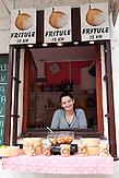 In der Tkal?i?eva werden Snacks und Süßigkeiten angeboten. / In Tkal?i?eva snacks and sweets are offered.