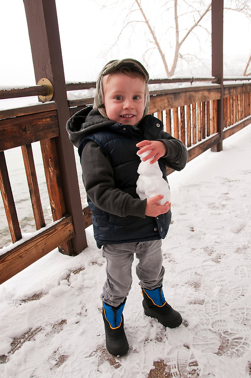 California, Lake Tahoe: Child enjoys snow play at Tahoe Vista.  Photo copyright Lee Foster.  Photo # cataho107488
