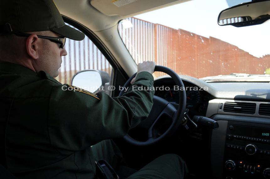 how to become a canadian customs border officer