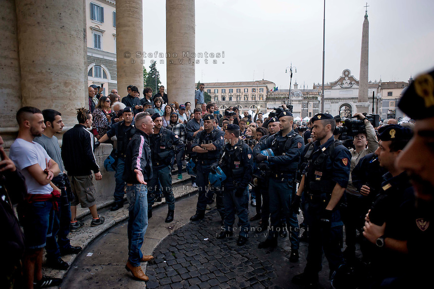 Roma, 12 Maggio 2014<br /> Manifestazione dei Movimenti per il diritto all&rsquo;abitare hanno contestato il Presidente del Consiglio Matteo Renzi che parlava sul palco di piazza del Popolo per la manifestazione conclusiva del Partito Democratico in vista delle elezioni europee di domenica. Attivisti dei Movimenti per la Casa sono stati fermati dalla Polizia. Nella foto, manifestante fermato dalla polizia<br /> Rome, May 12, 2014 <br /> Manifestation of the movements for housing rights, objected to the Chairman of the Board, Matteo Renzi, who spoke on stage at the Piazza del Popolo to the closing event of the Democratic Party in the European elections on Sunday. Activists of the Movement for the House were stopped by the police. In the picture the protester stopped by the police