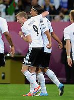 FUSSBALL  EUROPAMEISTERSCHAFT 2012   VIERTELFINALE Deutschland - Griechenland     22.06.2012 Andre Schuerrle (li)  und Sami Khedira (re, beide Deutschland) jubel nach dem 2:1