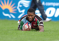 2005/06 National League One, NEC Harlequins vs Exeter, Twickenham Stoop, Twickenham, ENGLAND:  Ugo Monye drop's down to score his second try.  22.10.2005   © Peter Spurrier/Intersport Images - email images@intersport-images..   [Mandatory Credit, Peter Spurier/ Intersport Images].