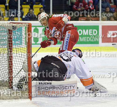01.11.2015, Stadthalle, Klagenfurt, AUT, EBEL, EC KAC vs EHC Liwest Black Wings Linz, 19. Runde, im Bild Luke Walker (EC KAC, #41), Thomas Höneckl (Moser Medical Graz 99ers, #33) // during the Erste Bank Eishockey League 19th round match match betweeen EC KAC and EHC Liwest Black Wings Linz at the City Hall in Klagenfurt, Austria on 2015/11/01. EXPA Pictures © 2015, PhotoCredit: EXPA/ Gert Steinthaler