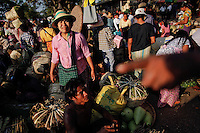 People at market react as a train arrives to the Danyingone station in Yangon's suburbs December 2, 2011. Pro-democracy leader Aung San Suu Kyi welcomed on Friday renewed U.S. engagement with Myanmar, saying she hoped it would set her long-isolated country on the road to democracy.  REUTERS/Damir Sagolj (MYANMAR)