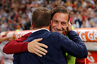 Calcio, Serie A: Roma vs Juventus. Roma, stadio Olimpico, 14 maggio 2017. <br /> Juventus' former player Alessandro Del Piero, left, greets Roma's Francesco Totti prior to the start of the Italian Serie A football match between Roma and Juventus at Rome's Olympic stadium, 14 May 2017. Roma won 3-1.<br /> UPDATE IMAGES PRESS/Riccardo De Luca