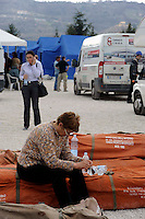 7 Aprile 2009.Terremoto  Abruzzo.Il campo  degli  sfollati.Earthquak  Abruzzo.Tempera camp.Survivors live their daily lives in the  Tempera tent camp