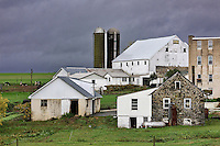 Farm buildings, Lancaster County, Strasburg, Pennsylvania, USA.