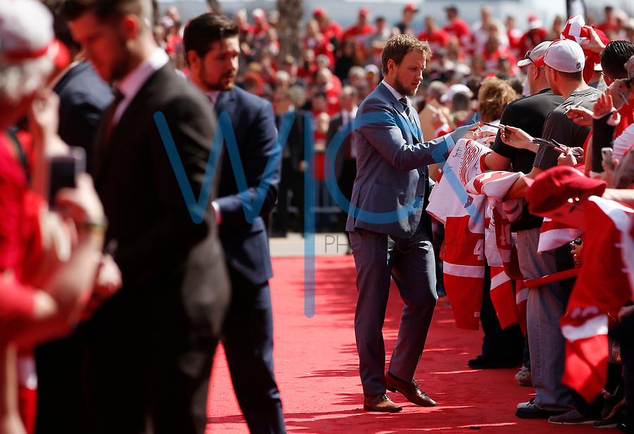 Justin Abdelkader #8 of the Detroit Red Wings signs autographs for fans during the red carpet event prior to the final game against the New Jersey Devils at Joe Louis Arena in Detroit, Michigan on Sunday April 9, 2017. (Photo by Jared Wickerham/The Players Tribune)