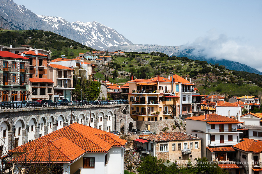 Arachova Greece  city photos : Arachova is a town in Boeotia, Greece. A tourist attraction and ski ...