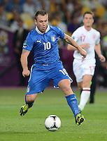 FUSSBALL  EUROPAMEISTERSCHAFT 2012   VIERTELFINALE England - Italien                     24.06.2012 Antonio Cassano (Italien) Einzelaktion am Ball