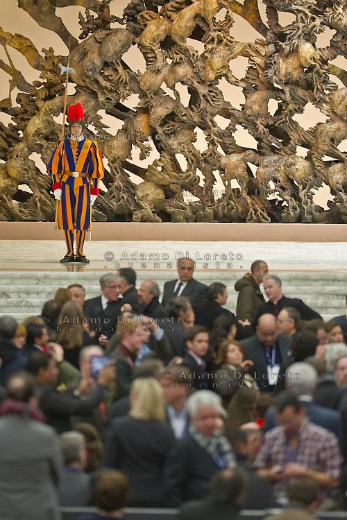VATICANO 16/03/2012: L'attesa dei giornalisti nell'aula Paolo VI. Foto Adamo Di Loreto/buenaVista* photo