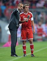 Fussball  1. Bundesliga  Saison 2013/2014   1. SPIELTAG FC Bayern Muenchen - Borussia Moenchengladbach       09.08.2013 Trainer Pep Guardiola (li) gibt Philipp Lahm (re, FC Bayern Muenchen) Anweisungen