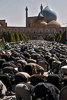 People gathered for the friday praying in front of the Iman´s Mosque, Isfahan, Iran