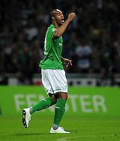FUSSBALL   1. BUNDESLIGA   SAISON 2011/2012    5. SPIELTAG SV Werder Bremen - Hamburger SV                         10.09.2011 NALDO (Bremen) gibt Anweisungen