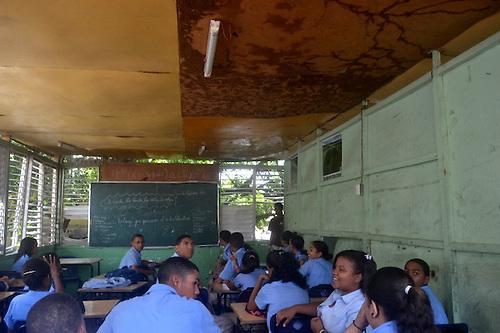 Escuelas de Santiago no reúnen las condiciones para la educación