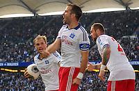 FUSSBALL   1. BUNDESLIGA   SAISON 2013/2014   9. SPIELTAG Hamburger SV - VfB Stuttgart                               20.10.2013 Rafael van der Vaart (Mitte) bejubelt sein Tor zum 3:3 mit Maximilian Beister (li) und Pierre-Michel Lasogga (re, alle Hamburger SV)