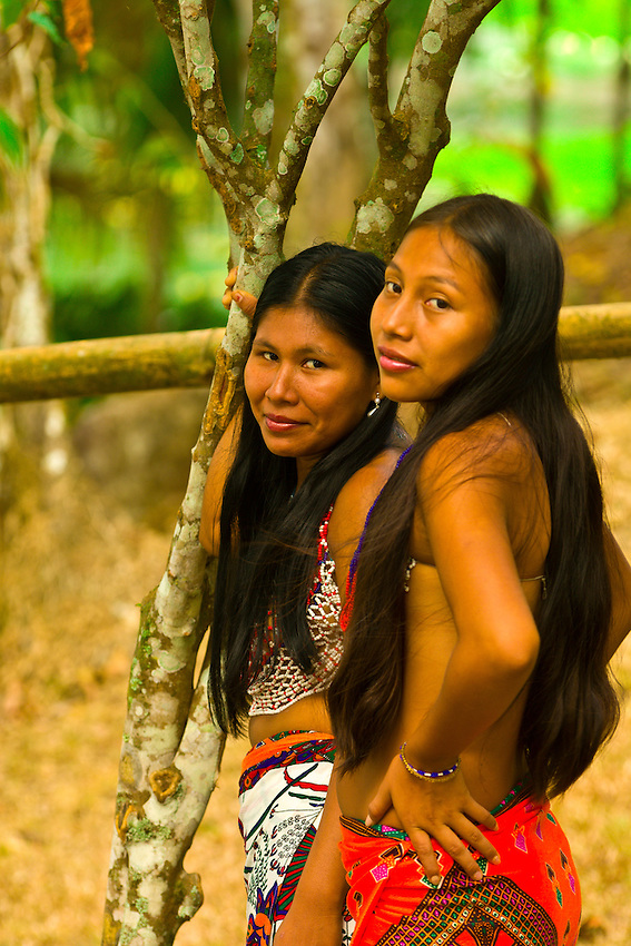 Embera Indian women in their village at Ellapuru, Chagres ...