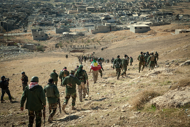 13/11/2015-- Iraq,Sinjar -- Peshmarga fighters entering Sinjar from north east pole.