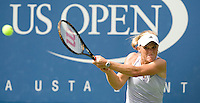 .Melanie Oudin (USA) against Nadia Petrova (RUS) (13) in the 4th round. Oudin beat Petrova 1-6 7-6 6-3 .International Tennis - US Open - Day 8 Mon 07 Sep 2009 - USTA Billie Jean King National Tennis Center - Flushing - New York - USA ..© Frey Images, Barry House 20-22 Worple Road, London, SW19 4DH..Tel - +44 208 947 0100.Cell - +44 7843 383 012