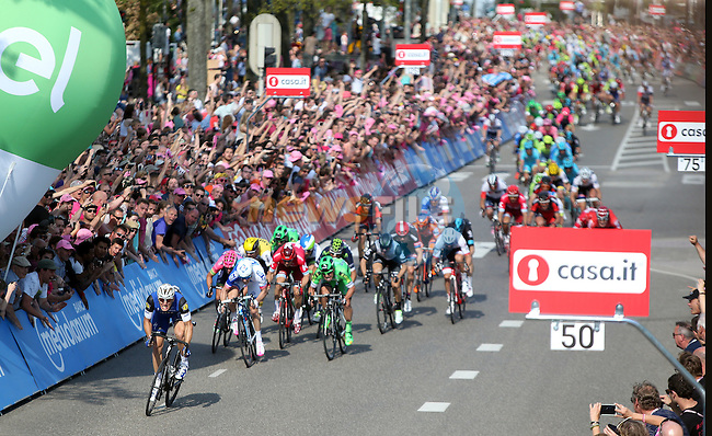 Marcel Kittel (GER) Etixx-Quick Step outsprints the bunch to win Stage 2 of the 2016 Giro d'Italia running 190km from Arnhem to Nijmegen, The Nethrerlands. 7th May 2016.<br /> Picture: ANSA | Newsfile<br /> <br /> <br /> All photos usage must carry mandatory copyright credit (&copy; Newsfile | Eoin Clarke)