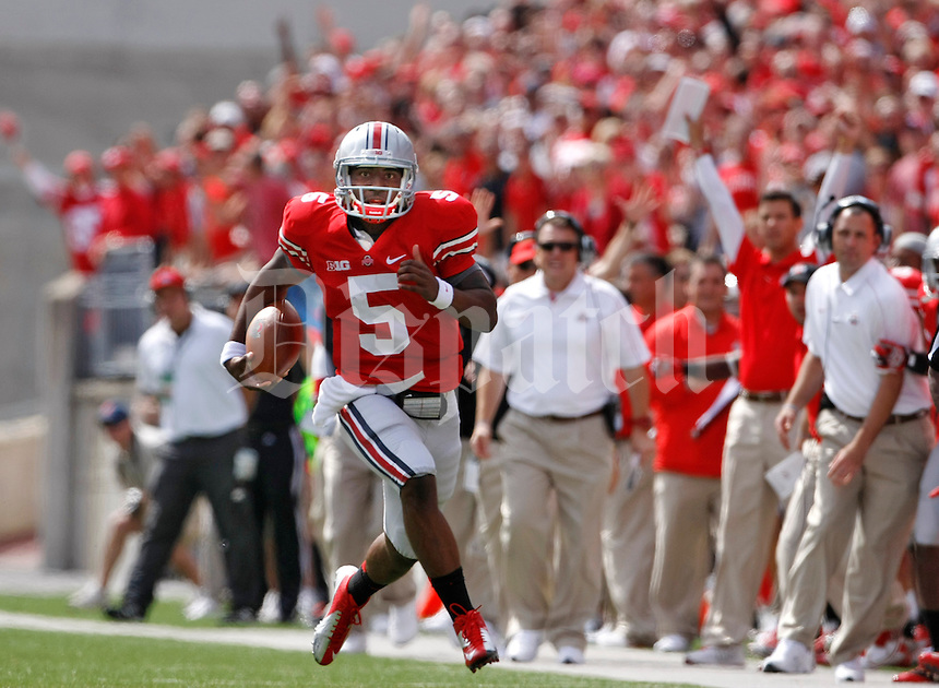 Ohio State Buckeyes quarterback Braxton Miller (5) heads for the goal line for Ohio State's first touchdown in the 1st quarter of an NCAA football game between The Ohio State University and the California Golden Bears at Ohio Stadium on September 15, 2012. (Columbus Dispatch photo by Fred Squillante)