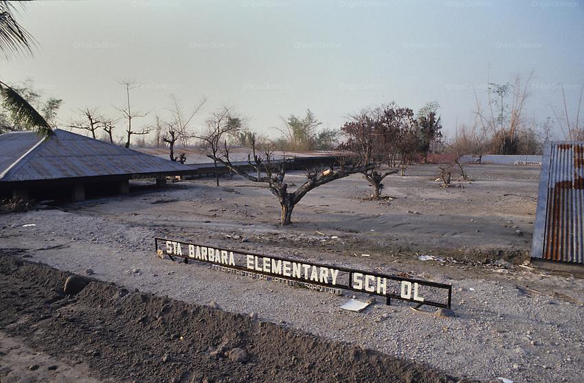 Village buried beneath mud and ashes, Mount Pinatubo Volcano aftermath ...: nigeldickinson.photoshelter.com/image/I0000.YxIQeO3Ug8