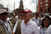 MEDELLÍN - COLOMBIA, 02 - 04 - 2017:  Aspecto de la marcha convocada por Alvaro Uribe y el centro Democrático en contra del gobierno del presidente Juan Manuel Santos. El recorrido se realizo por las principales calles de la ciudad de Medellín, Colombia. / Aspect of the politcal march convened by Alvaro Uribe and Centro Democratico party against the president Juan Manuel Santos government. The tour was made by the main streets of the city Medellin, Colombia . Photo: VizzorImage/ León Monsalve / Cont