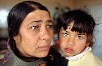 Bulgaria. Province Oblast Lovech. Lukowit. A gypsy mother holds her daughter. Romany culture. © 1997 Didier Ruef