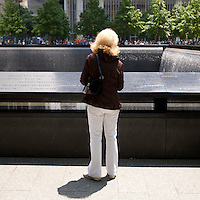 HSUL 20140530 United States, New York. Visitors at the 9/11 Memorial. Photographer: David Brabyn