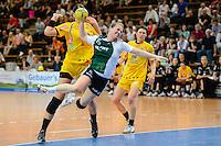 Wiebke Kethorn (VFL) Sprungwurf am Kreis, dahinter Luisa Schulze (HCL)