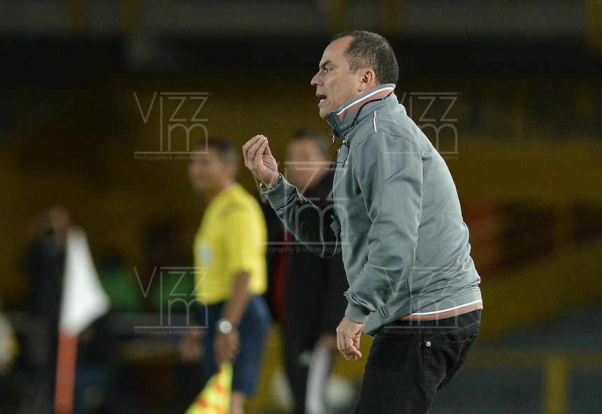 BOGOTÁ -COLOMBIA, 15-01-2015. Jaime de la Pava técnico de Cortulua gesticula durante partido con América de Cali por la fecha 1 de los cuadrangulares de ascenso Liga Aguila 2015 jugado en el estadio El Campín de la ciudad de Bogotá./ Jaime de la Pava coach of Cortulua gestures during match against America de Cali  for the first date of the promotional quadrangular Aguila League 2015 played at El Campin stadium in Bogotá city. Photo: VizzorImage/ Gabriel Aponte / Staff