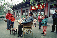 October 1984. In Shang Xi Province, in the village of Xi An, Mr. Liu and Mrs. Li are both farmers. But they are also painters, Their canvas of traditional inspiration have been exhibitted in monst of the big Chinesse cities. Their fame has even crossed the borders of China thanks to several international shows.