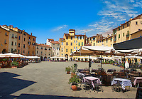 Terrace cafe's in the Piazza dell'Anfiteatro inside the ancinet Roman ampitheatre of Lucca, Tunscany, Italy