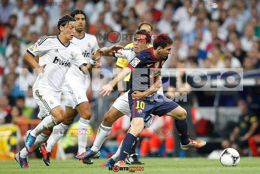 Real Madrid's Alvaro Arbeloa and F.C. Barcelona's Lionel Messi during Spanish Supercup 2nd match on august 29 2012...Photo: Cesar Cebolla / ALFAQUI /NortePhoto.com<br />