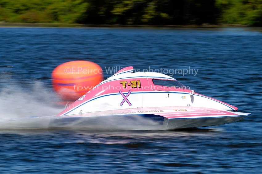 """Becky Wilson, T-31 """"Miss Circus Circus"""" (1 Litre Stock hydroplane(s)"""