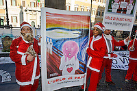 Roma 21 Dicembre 2013<br /> L'associazione &laquo;Figli Negati&raquo; e il movimento pacifista &laquo;Armata dei padri&raquo;, vestiti da Babbo Natale, manifestano  a piazza Monte Citorio,  a Roma,  per fare gli auguri di buon natale ai figli &laquo;rapiti&raquo; da uno dei due genitori dopo la separazione.<br /> Rome December 21, 2013<br /> The association &quot;Children Denied&quot; and the  movement &quot;Army of the Fathers&quot;, dressed as Santa Claus, manifest in Monte Citorio square in Rome to wish Merry Christmas to their children &quot;kidnapped&quot; by one of the parents after the separation.