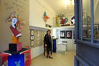 Eugenia Serafini, nel suo studiolo da artista.Eugenia Serafini, an artist in her studiolo of artist...