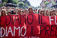 Roma 2 Ottobre 2015<br /> Centinaia di studenti sono scesi in piazza a Roma per protestare contro la riforma della scuola  &quot;La buona Scuola&quot; del Governo Renzi.<br /> Rome October 2, 2015<br /> Hundreds of students took to the streets in Rome to protest against school reform &quot;Good School&quot; built by Italian Prime Minister Matteo Renzi.