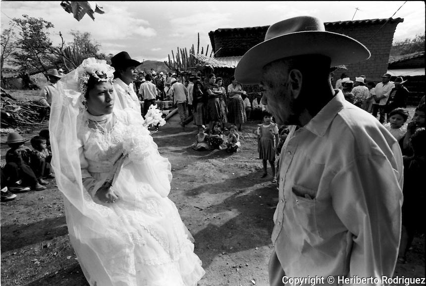A Wedding In Coatecas Altas